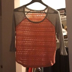 Maurice XL coral lace tee with grey sleeves